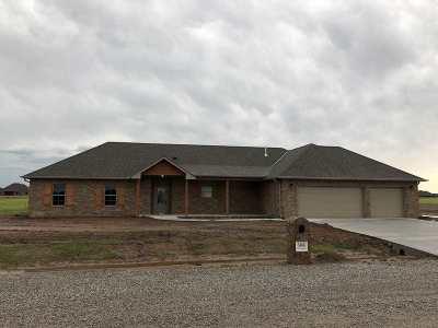 Elgin Single Family Home For Sale: 5468 NE Elk Point