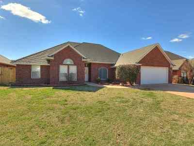 Lawton Single Family Home For Sale: 3105 NE Mayflower Ave