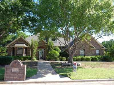 Lawton Single Family Home Under Contract: 7201 NW Faircloud Dr