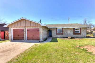Lawton Single Family Home Under Contract: 424 NW 75th St