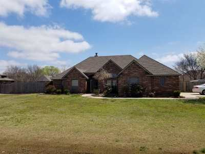 Lawton Single Family Home Under Contract: 8 NW Shadow Lake Rd