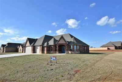 Elgin Single Family Home For Sale: 13978 NE Mitchell Ln