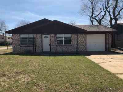 Lawton Single Family Home Under Contract: 6202 NW Cherry Ave