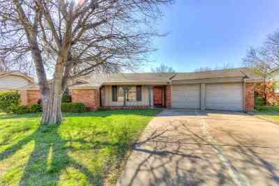 Lawton Single Family Home Under Contract: 723 SE Sullivan Dr
