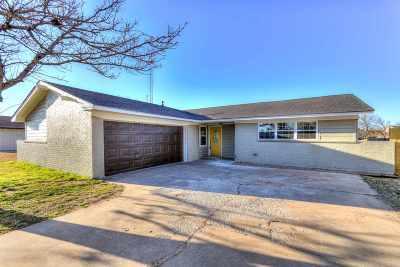 Lawton Single Family Home For Sale: 2622 NE Lake Ave