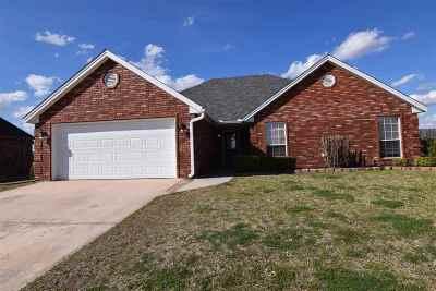 Lawton Single Family Home For Sale: 3718 NE Madison Ave