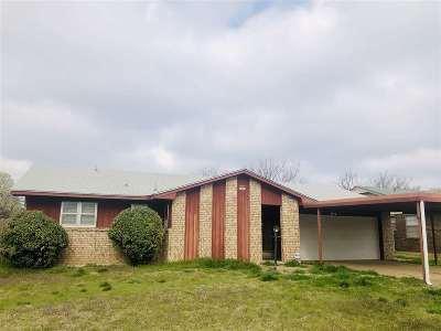 Lawton Single Family Home For Sale: 305 SE Coachman Dr