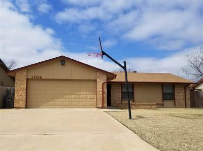 Lawton Single Family Home For Sale: 1704 NW 76th St
