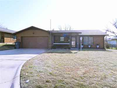 Lawton Single Family Home For Sale: 405 NW 69th St