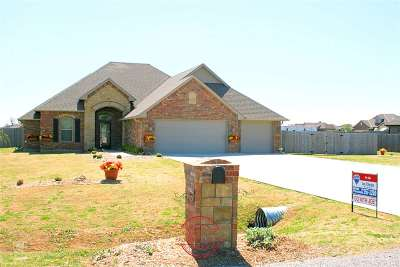 Lawton Single Family Home For Sale: 329 Lake Crest Dr