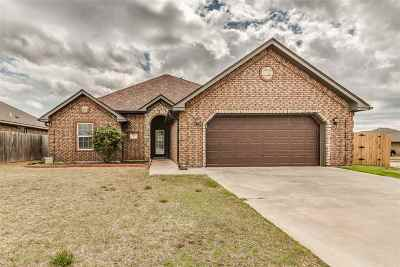 Lawton Single Family Home Under Contract: 4420 SW Rosemary Way