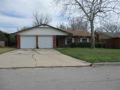 Lawton Single Family Home Under Contract: 5429 NW Cottonwood Dr