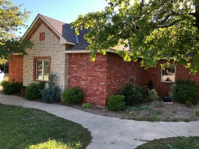 Single Family Home Under Contract: 116 NW Melodie Ln
