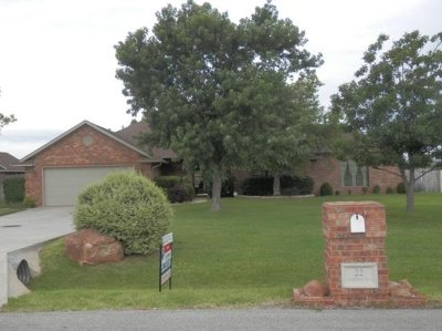 Lawton Single Family Home Under Contract: 22 NW Valleybrook Dr