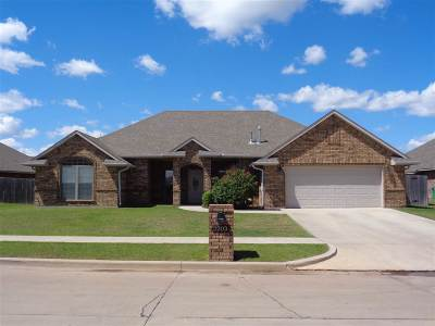 Lawton Single Family Home For Sale: 2203 SW 55th St