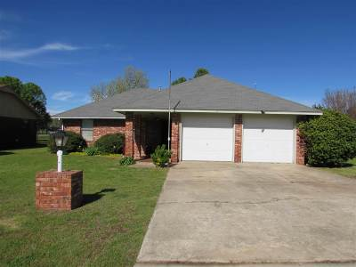 Caddo County Single Family Home Under Contract: 717 N 2nd St