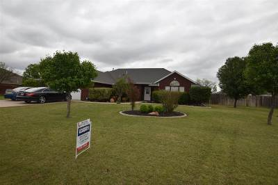 Single Family Home For Sale: 14 SW Riverbend Dr