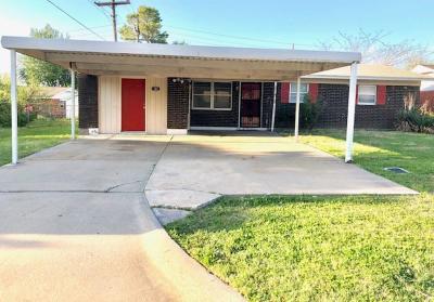 Lawton Single Family Home For Sale: 104 NE Angus St
