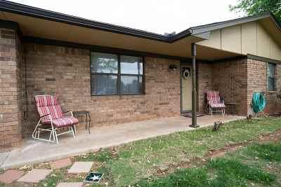 Elgin Single Family Home Under Contract: 301 Crestview