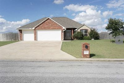 Elgin Single Family Home Under Contract: 1115 Apple Creek Dr