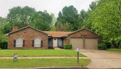 Lawton Single Family Home For Sale: 2306 NE Village Dr