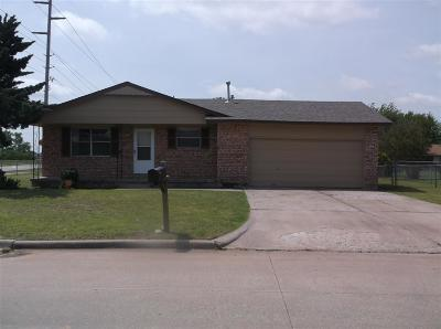 Lawton Single Family Home For Sale: 161 SW 68th St