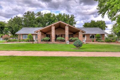 Lawton Single Family Home For Sale: 5106 SE Bishop Rd