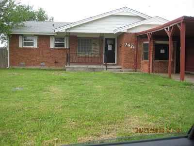 Lawton Single Family Home Under Contract: 3821 SE Dorchester Dr