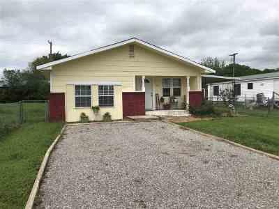 Elgin Single Family Home For Sale: 137 Oak Ave