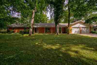 Elgin Single Family Home For Sale: 272 NE McCracken Rd