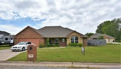 Elgin Single Family Home For Sale: 25 NE Summerwood Dr