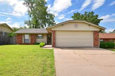 Lawton Single Family Home Under Contract: 4703 SE Trenton Rd