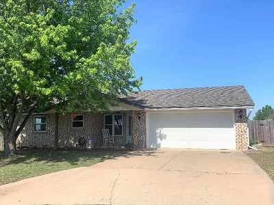 Lawton Single Family Home Under Contract: 4908 SE Dover Dr