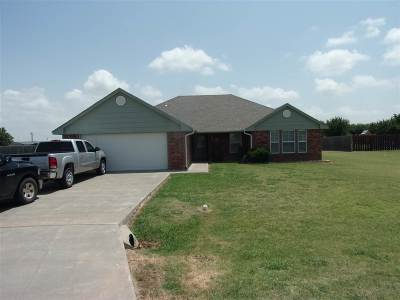 Geronimo Single Family Home Under Contract: 213 Choctaw