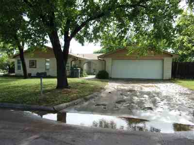 Lawton Single Family Home Under Contract: 9 NW Compass Ave