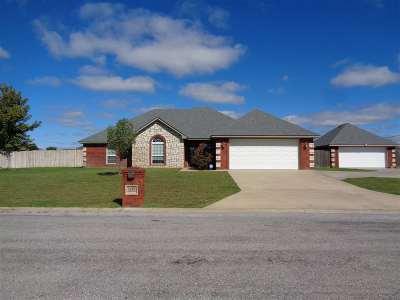 Elgin Single Family Home For Sale: 1215 Apple Creek Dr