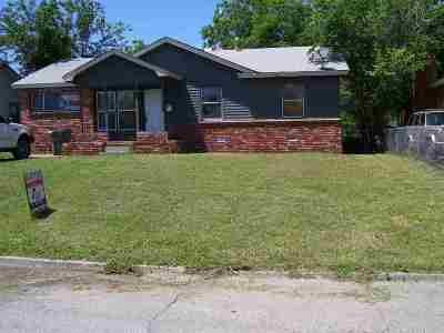 Comanche County Single Family Home For Sale: 1415 NW Lindy Ave