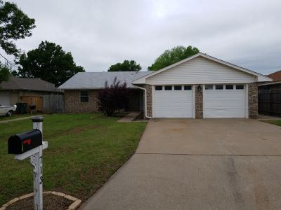 Duncan Single Family Home Under Contract: 713 Sunnylane St