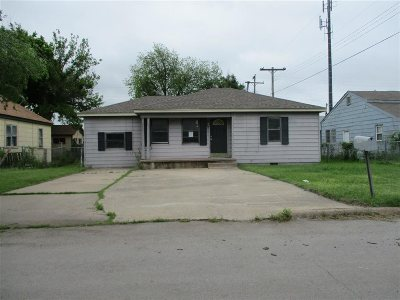 Comanche County Single Family Home Temporary Active: 604 SW 23rd Pl