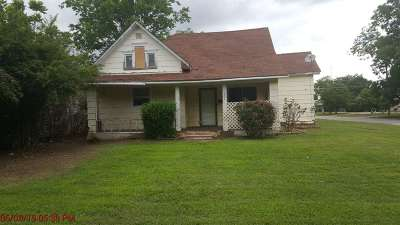 Cotton County Single Family Home Under Contract: 231 E Kansas St