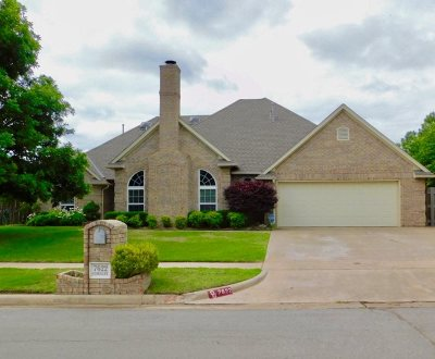 Lawton Single Family Home Under Contract: 7622 NW Chesley