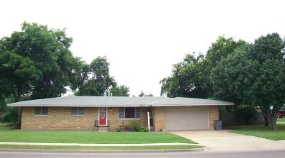 Lawton Single Family Home Under Contract: 4208 NW Santa Fe Dr