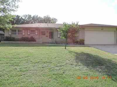 Lawton Single Family Home Under Contract: 4114 NW Currell Dr