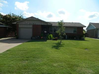 Lawton Single Family Home For Sale: 2107 NW Austin Dr