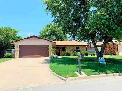 Lawton Single Family Home For Sale: 103 SE Tattershall Way