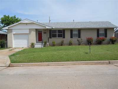 Lawton Single Family Home For Sale: 3807 NW Meadowbrook Dr