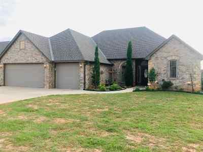 Elgin Single Family Home Under Contract: 1517 NE Scenic Ridge