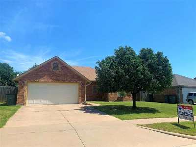 Lawton Single Family Home For Sale: 3905 SW Wolf St