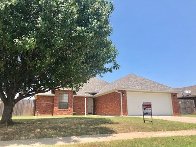 Lawton Single Family Home For Sale: 4411 SW Parkway Dr