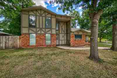 Lawton Single Family Home For Sale: 207 NW 74th St